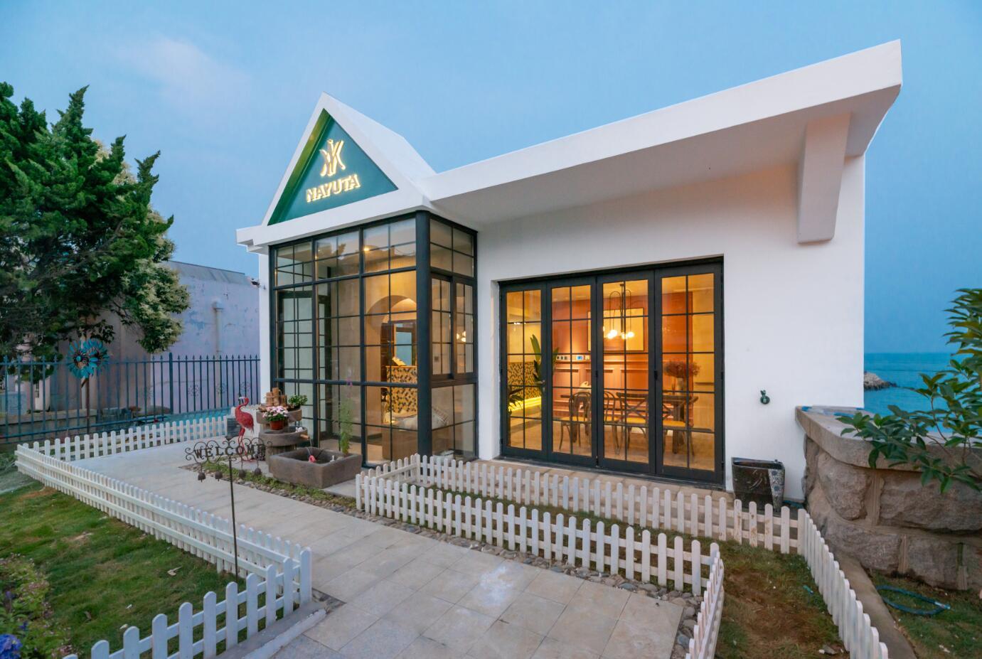 青岛那由他智能海景民宿——最靠近海的一栋白房子