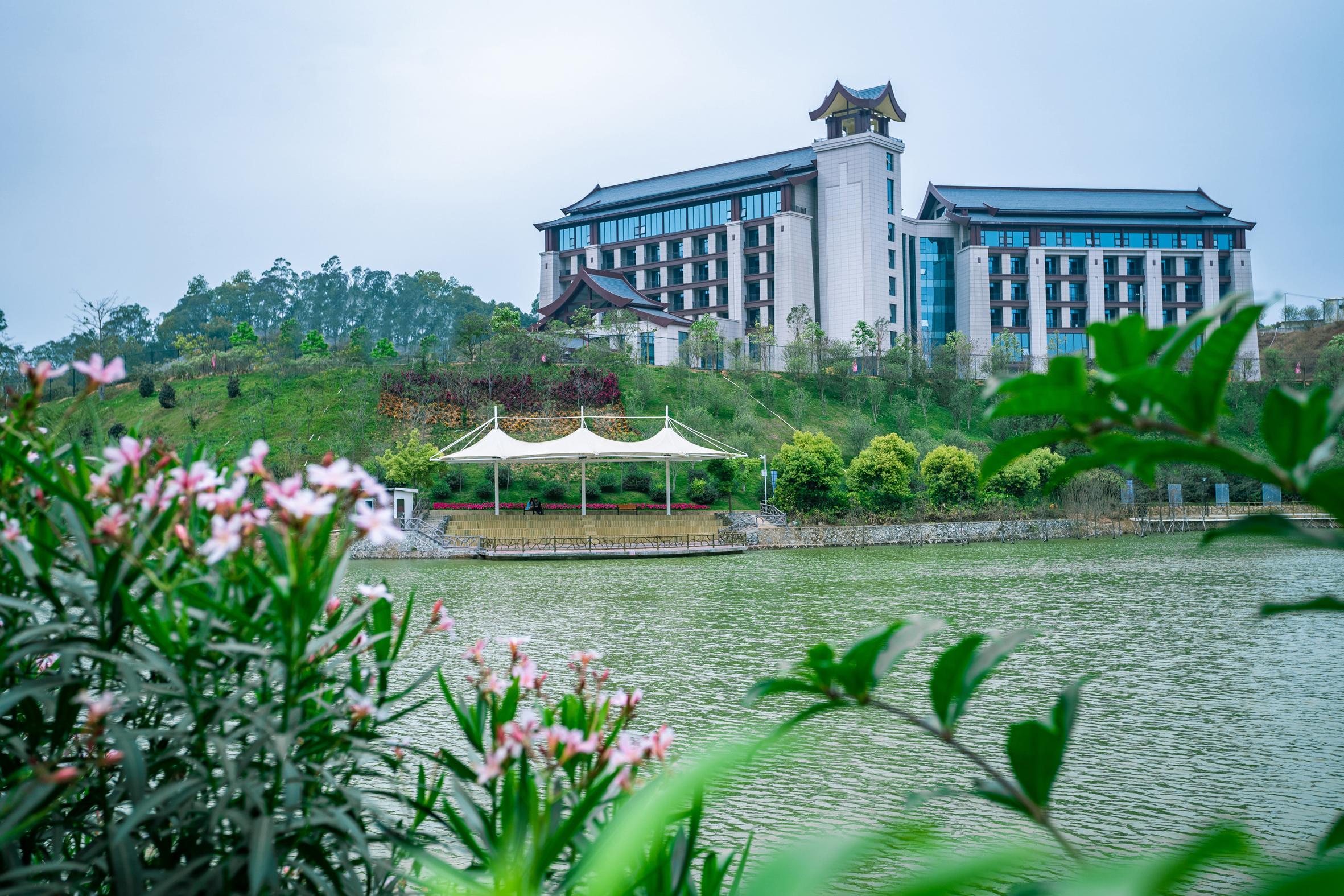 信宜莲花湖温德姆酒店丨高星级酒店的破界思考